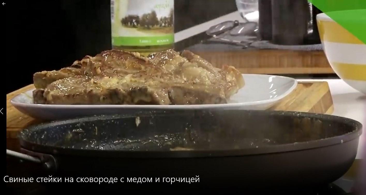 стейки свиные на сковороде