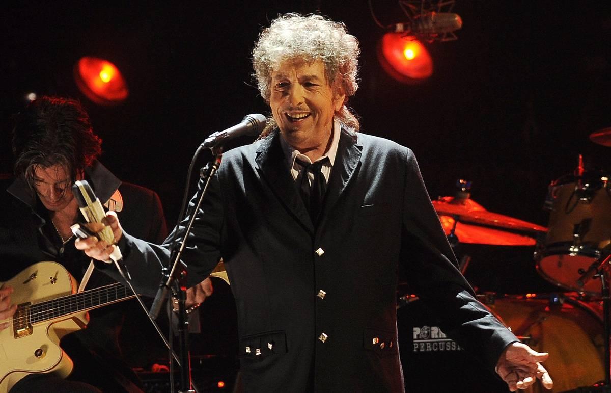 Боб Дилан (75 лет), вот вам, кстати, и пример Нобелевской премии по литературе 2016