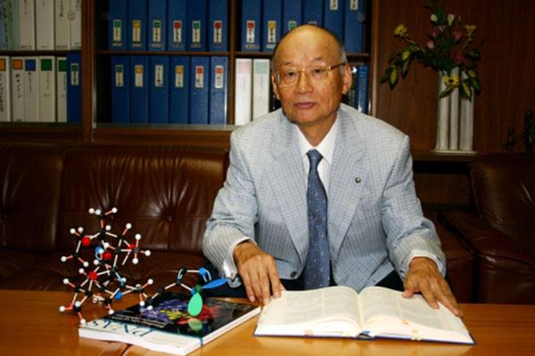 Сатоси Омура (80 лет) Нобелевская премия по физиологии или медицине 2015