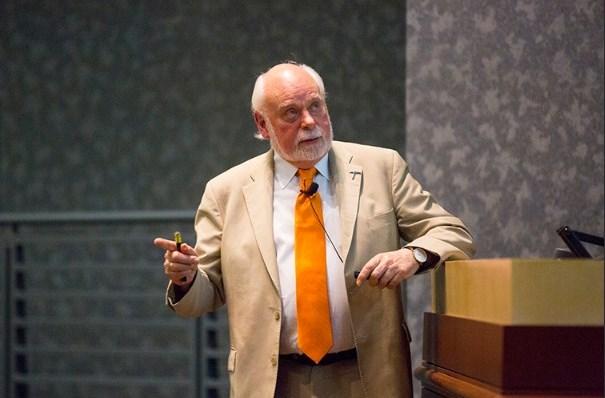 Эхх... Сэр Джеймс Фрейзер Стоддарт (74 года) Нобелевская премия по химии 2016... Что ж Вы нам, сэр, статистику-то портите? Хорошо, пусть будет один с небольшим животиком
