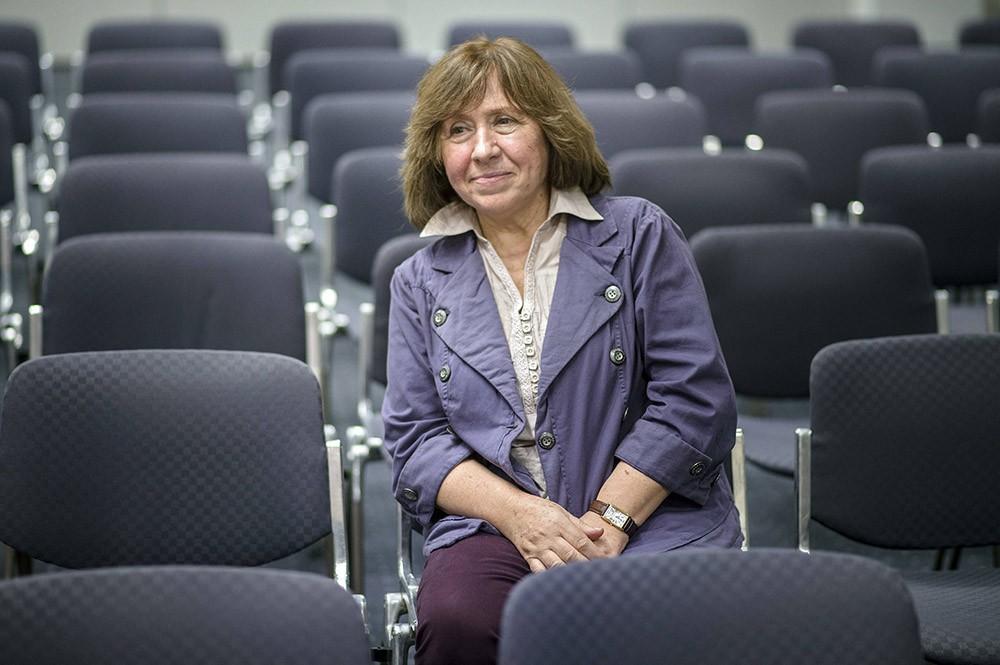 Светлана Алексиевич (67 лет) Нобелевская премия по литературе 2015. Не хочу ничего плохого сказать, как о писателе, но записать придётся в категорию с лишним весом, хоть и небольшим. Вот поэтому я и не хотел писателей в свой обзор включать