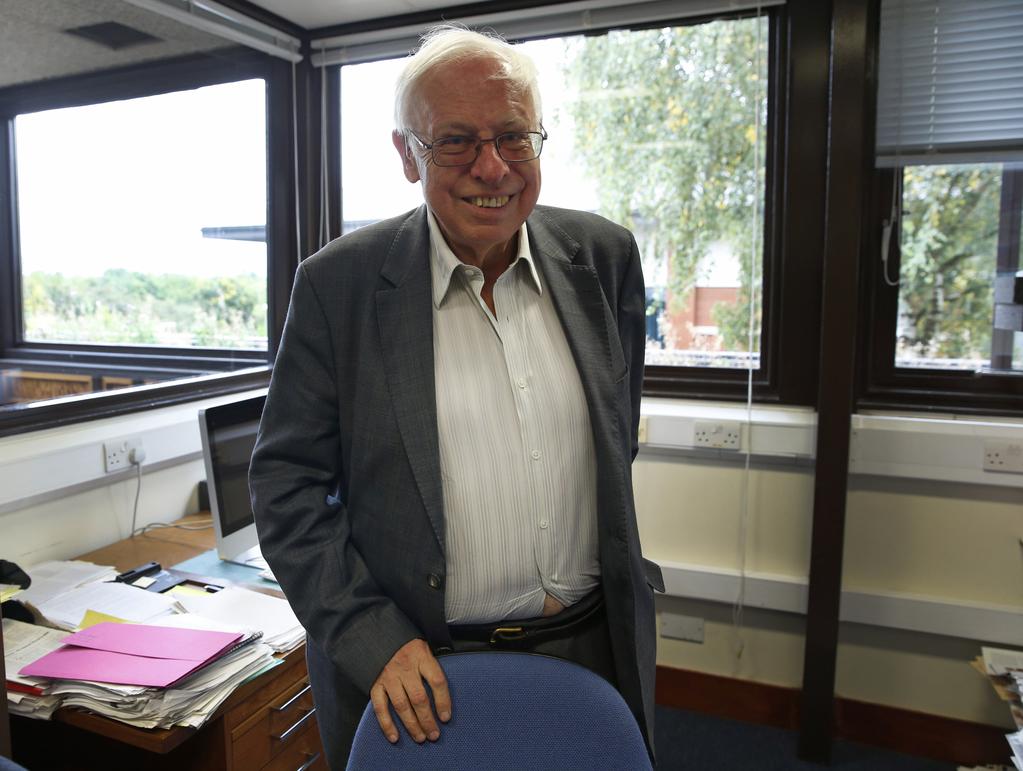 """Томас Линдал (77 лет) Нобелевская премия по химии, 2015. Нету ведь ничего? Ну ладно-ладно, пусть будет """"в толстеньких"""", брошу кость бодипозитивщицам, чтобы не упрекали потом, что своим подсуживаю. Но для 77 лет вполне достойно всё-таки"""
