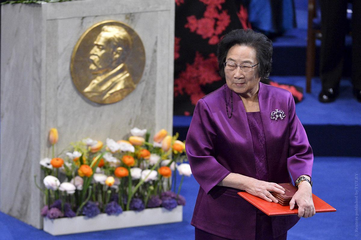 Ту Юю (84 года) Нобелевская премия по физиологии или медицине 2015. Немного лишнего есть, вроде. Ок, так и запишем