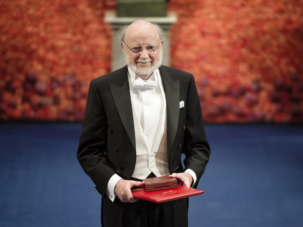 Уильям Кэмпбелл (85 лет) Нобелевская премия по физиологии или медицине 2015